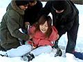 私をスキーに連れてって。などと暢気なゲレンデギャルに目を付けた過激10人隊。マイナス5℃の極寒の地で、女を裸にし、繰り広げられる卑猥な行為の数々…。見る者の度肝を抜く驚愕の映像!!怯える表情と凍える女の震える体、そして雪山に響き渡る女の悲鳴。過激10人隊は場所を選ばない、そしてどこに現れるか予測不能!!その男達、世界中の誰よりも粘着質な為、逃れることは不可能!!