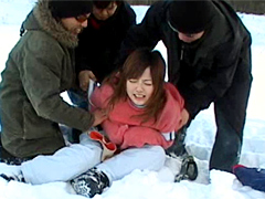 【エロ動画】過激10人隊 スキー場のエロ画像