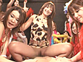 女達が強くなり始めたあの時代、日本中に旋風を巻き起こしたジュ○アナダンスとボディコンギャルが現代に蘇る!TVで見たあなたも、現場で見たあなたも、あの女達は脳裏に刻まれているはず。そんなバブル絶頂期のイケイケ女達が、Tバック丸出しでチンポに群がる。ダンスとパンストでムレたアソコは、チンポ無しでは鎮まらない。35歳を過ぎた今だからこそ楽しめる、大人の為の懐エロAV!