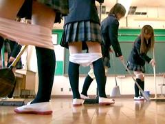 ひざ下パンツの女子校生