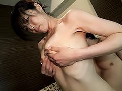 小崎里美:美巨乳な清楚人妻 小崎里美 39歳 AV Debut