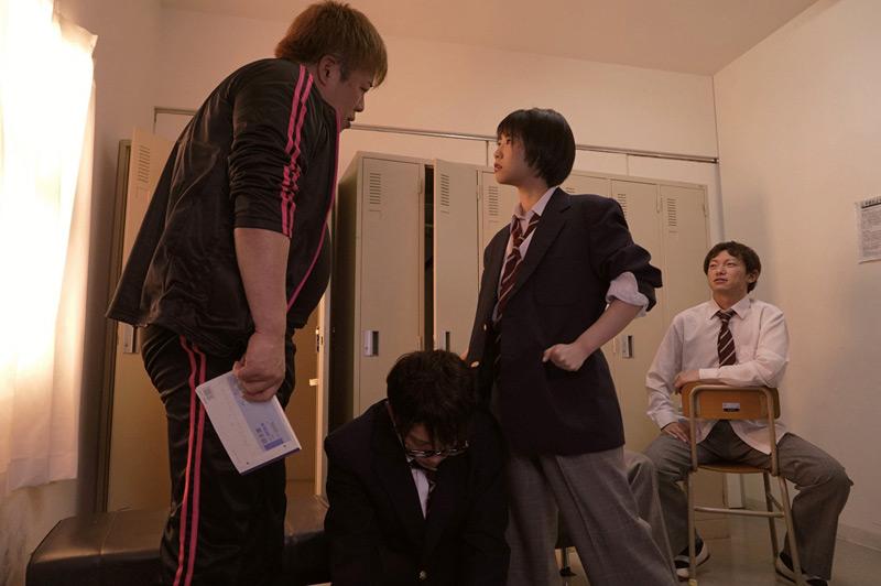 戸田真琴 男子の格好がバレて輪姦されて…