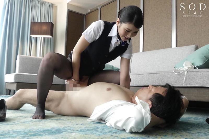 美人キャビンアテンダントを高級ホテルの一室でいいなり調教 本庄鈴