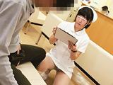 待合室でソソる看護師の立て膝パンチラ! 【DUGA】