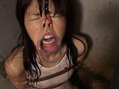 【エロ動画】拘束強制開口のエロ画像