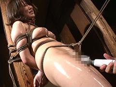 【エロ動画】柱にくくられ責められるマゾ女2のエロ画像
