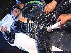 【エロ動画】真空パック!バキュームベッドで指一本動かせない5人 - 極上SM動画エロス