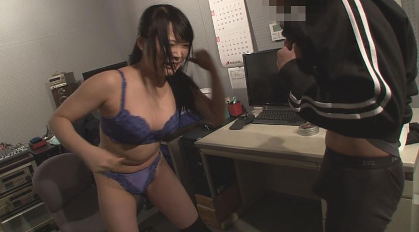 腹パンチにうずくまる女の姿 川越ゆい編