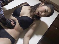 【エロ動画】腹パンチにうずくまる女の姿 中里美穂編のエロ画像