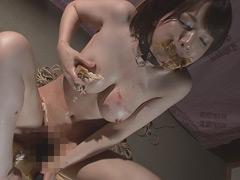 【辻本りょう動画】食べながらオナニーする辻本りょう-オナニー