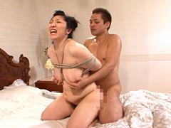 【エロ動画】三段腹、垂れ乳のだらしない熟女の全裸調教01 - 極上SM動画エロス