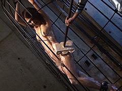【エロ動画】強制シャワー 恥辱の洗体プレイに泣き叫ぶ女囚のエロ画像