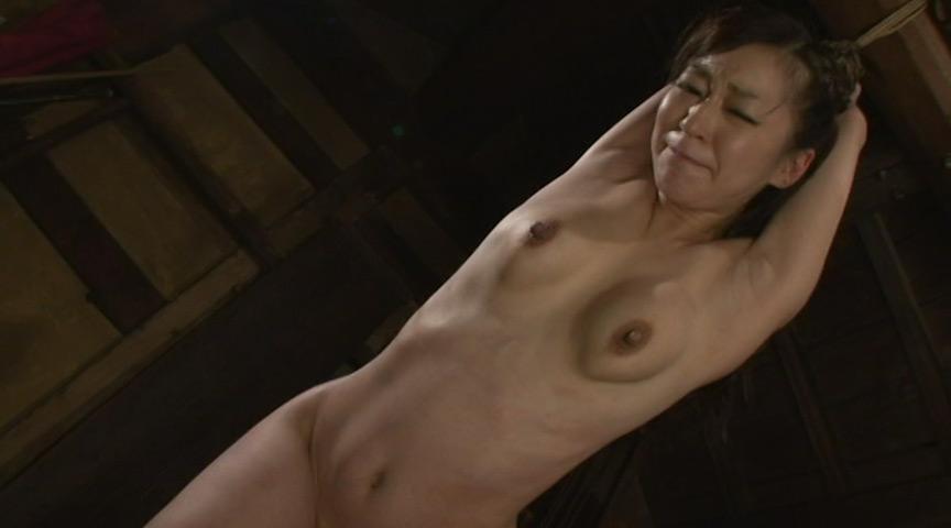 乳房を鞭打ちされマゾイキする変態女