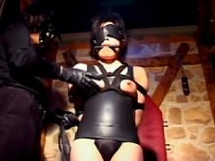 【春菜はな】体にぴっちり張り付くボディスーツを着たエロエロ巨乳デカ尻お姉さんを肉便器レイプ!