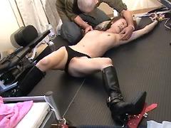黒いブーツの女 脇の下くすぐり責め2