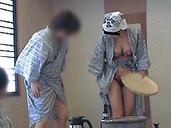 【エロ動画】堅物の妻を騙して町内の飲み会で羞恥宴会芸をさせたらのエロ画像