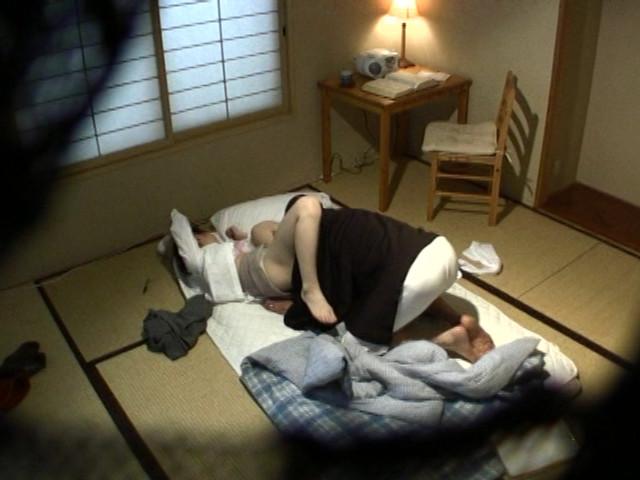老人介護施設流出 ヘルパーを痴漢しまくるスケベ爺様 の画像1