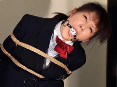 【エロ動画】制服女性を緊縛、猿轡…のエロ画像