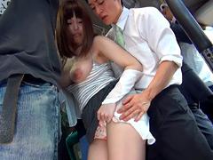 【エロ動画】満員車内で人妻のボインが僕に密着!挿入を止められないの人妻・熟女エロ画像