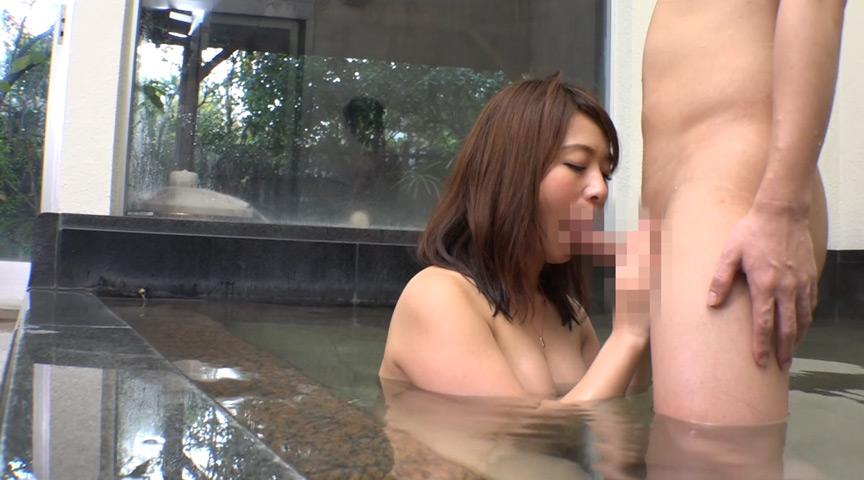 ママ友たちと温泉旅行 混浴したらチ○コ勃っちゃった!