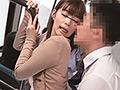 満員バスで夫が横にいるのにチ○コを...