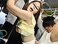 満員バスで尻が思春期学生のチ○コに触れて即反応!