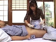 【エロ動画】献身介護 Vol.3 間宮いずみの人妻・熟女エロ画像