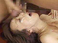 【エロ動画】人妻女教師 生徒達の精液を飲み尽くして 高坂保奈美のエロ画像