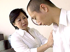 【エロ動画】近親相姦 初めて息子と… 白河ゆりかのエロ画像