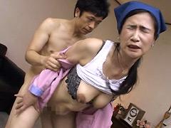 【エロ動画】掃除屋が意外と… 澄啓子のエロ画像