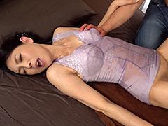 【エロ動画】家政婦の下着が補正下着だった件で 烏丸まどかの人妻・熟女エロ画像