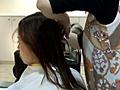 縦ロールの長い髪をざっくり切って、みるみるうちにベ