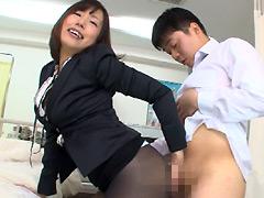 【エロ動画】ミニスカむっちり太腿がエロ挑発的すぎてけしからん件のエロ画像