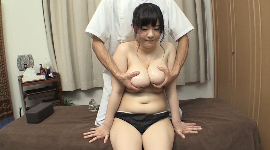 レイヤー爆乳女子特有の肩こりの悩みを解決する!?