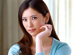 【菜々緒 】激似AV女優:友人の母親 春日由衣
