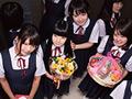 10人の○学生と突然エレベーターに閉...