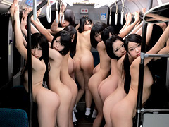 10人の女子校生と突然通学バスに閉じ込められたら…