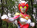 危機が迫る地球の意思によって生まれた赤い巨人、その名はマグマレディー!普段は14歳の美少女、響明日香の姿で地球防衛組織アースディフェンダーズの隊員として活動している。【第一話】「出現!赤い巨人編」地底人が長い時を経て地上に這い上がって来た。彼らは巨大怪獣を操り東京の街を破壊しだす。響明日香はマグマレディーに変身して怪獣退治をしようとするが、人々はマグマレディーも地球に脅威を与える敵と思い込み攻撃を開始する。地底人の怪獣と人間の攻撃に苦しみ悶絶するマグマレディー。その苦悶の吐息がまだ14歳くらいの穢れを知らぬ少女の声と知っても、敵という危機感を人々は拭い去れずにいた。そんな中、アースディフェンダーズのエース、鏡律子だけは赤い巨人マグマレディーの善の心を直感的に信じ、援護する。果たしてマグマレディーは地底怪獣を倒せるのか!?【第二話】「天空の空島編」謎の島が東京の上空に突如現れた!それを調査するために鏡律子と響明日香はスカイディフェンダー2号で、空に浮かぶ島に向かって飛ぶのだった。その島の正体は意思を持つ島だった。植物怪獣が二人を襲う。律子は洗脳され明日香を襲い出す。明日香はマグマレディーに変身するが律子が洗脳されているために攻撃できず、大ピンチとなる。蔦がマグマレディーのまだまだ成長途中の肉体をギュウギュウと骨がきしむほど締め付ける!蔦からは毒液が染み出しマグマレディーの肉体を濡らし、マグマレディーとなった14歳の少女の肉体を容赦無く虐めるのだった。天空の島ノアに響き渡るマグマレディーの叫び声は、怪獣の責めが激しくなると共に荒々しくなり、苦しみの絶頂を強制的に何度も迎えさせられるのだった…。果たしてマグマレディーはこのピンチを乗り切り、大好きな律子先輩を救う事ができるのか!?