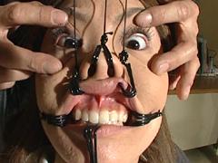 顔面拷問1