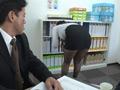 パンストを脱ぎかけた女上司の無防備な後ろ姿に超勃起4