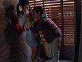 嫌がる少女に強制手コキさせ顔に精子をぶっかける男たちのサンプル画像11