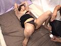 人妻オイル素股!初体験ナンパ 思わずヌルっと生挿入!のサンプル画像02