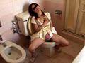 トイレでオナニーする熟女24人