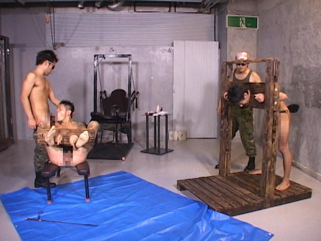 野郎2人を襲う拷問地獄!鞭打ち、蝋攻め、水責め、逆さ吊り!! の画像1