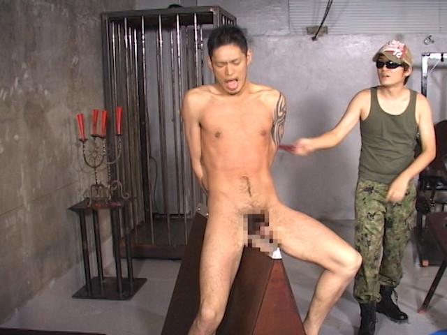 野郎2人を襲う拷問地獄!鞭打ち、蝋攻め、水責め、逆さ吊り!! の画像4