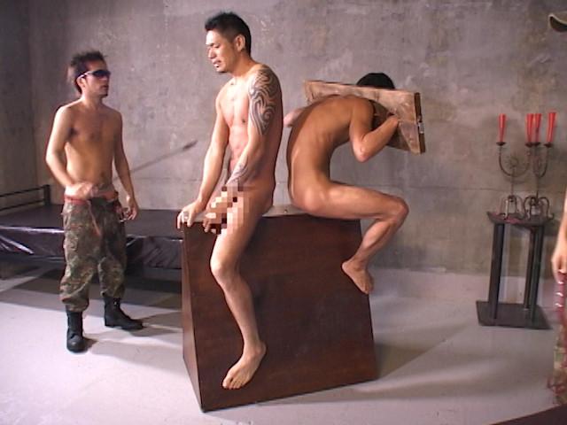 野郎2人を襲う拷問地獄!鞭打ち、蝋攻め、水責め、逆さ吊り!! の画像5