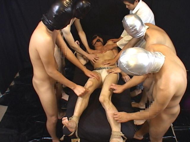 多数の手、多数の電マ、多数のペニスに犯される少年!! の画像3
