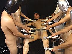 多数の手、多数の電マ、多数のペニスに犯される少年!!