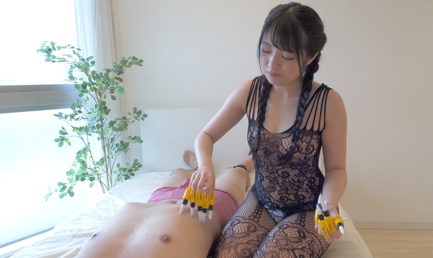 ミニマム人気女優 平 花ちゃんのゆび筆くすぐり地獄! 画像 4
