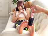 巨乳大人気女優 浜崎真緒チャンの足裏くすぐり!